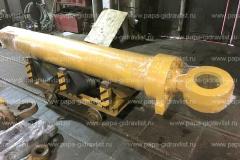 Гидроцилиндр карьерного экскаватора, прошедший ремонт, готов к отгрузке клиенту